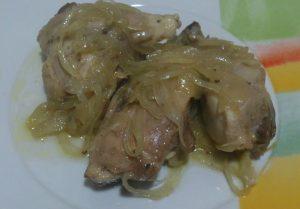 Pollo con cebolla caramelizada y frambuesa