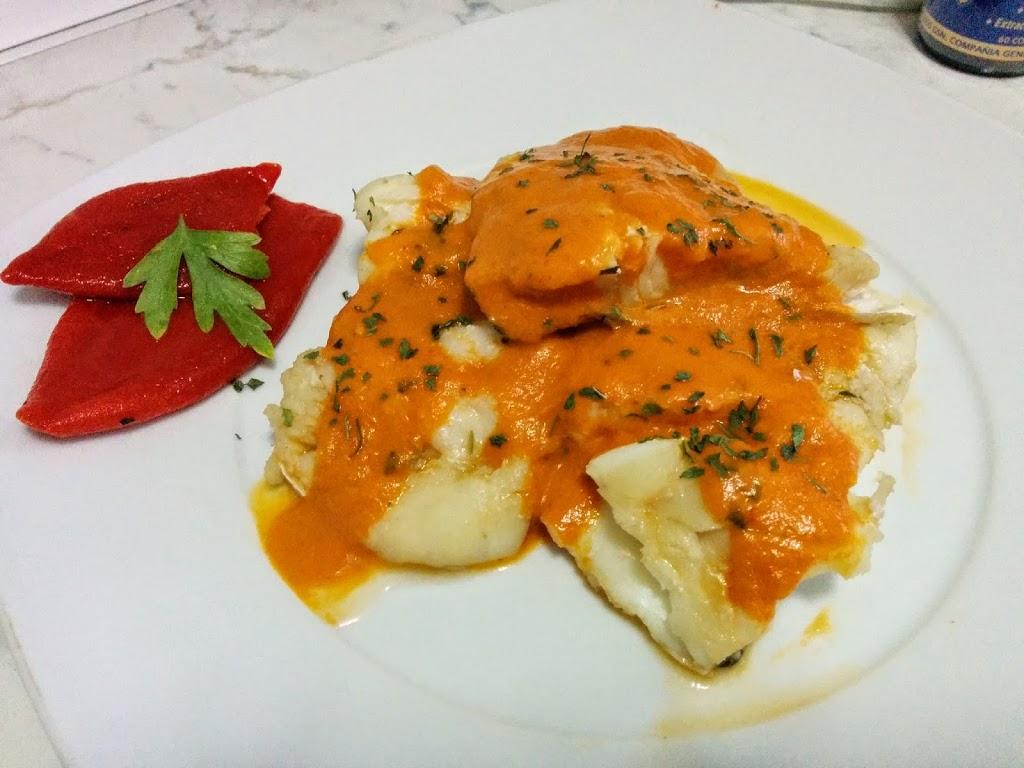 Bacalao con salsa de pimientos piquillos