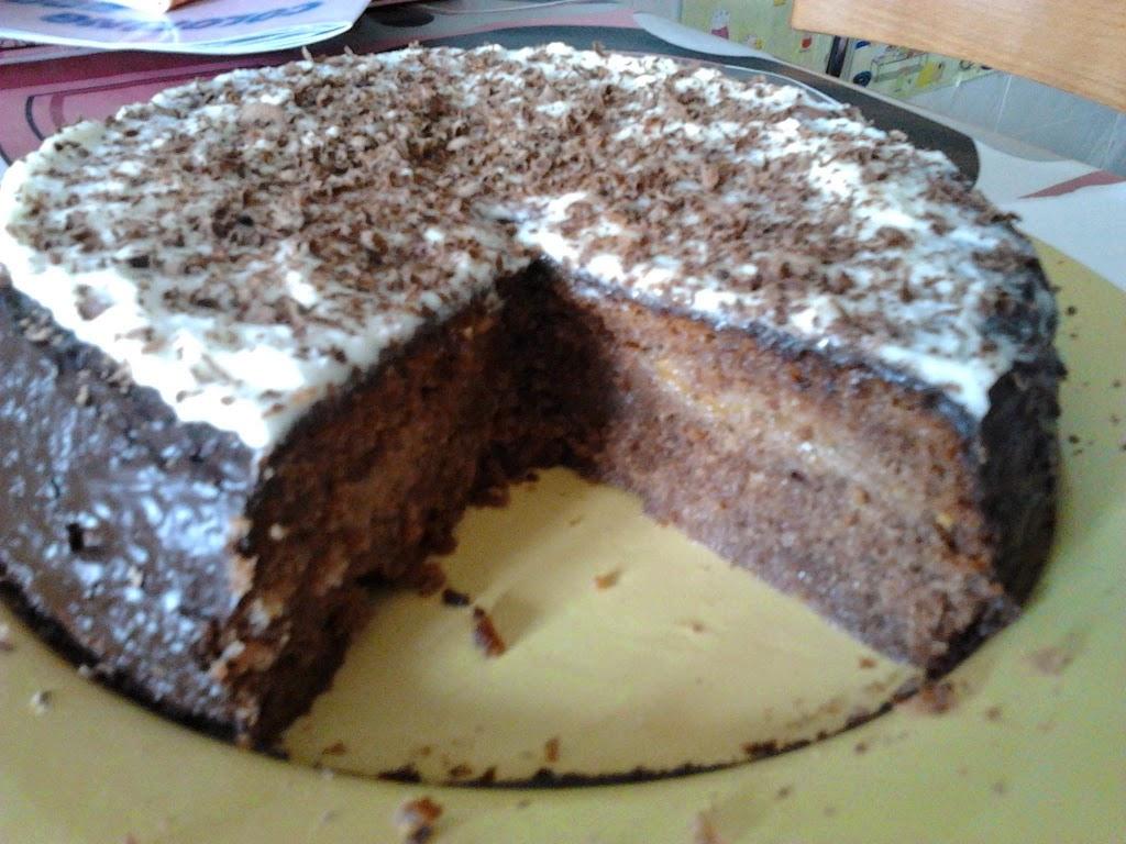 Bizcocho de chocolate relleno de mermelada