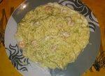 Espaguetis con ajos, gambas y nata