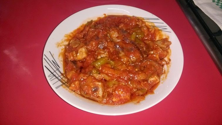 Carne magra con tomate, pimientos y berenjenas