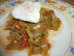 Judías verdes con tomate y huevo poché