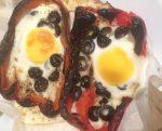 Pimientos rojos y huevos al horno
