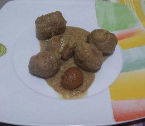 Albóndigas en salsa de castañas