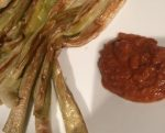 Cebolletas o calsots en salsa de romesco