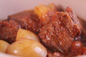 Carne estofada de ternera con patatas