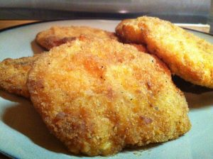 Filetes de pechuga de pollo adobado empanados