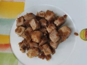 Solomillos de atún con cebolla caramelizada y salsa de soja y miel