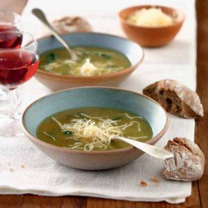 Caldo de verduras estilo portugués