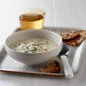 Sopa cremosa de coliflor con queso azul