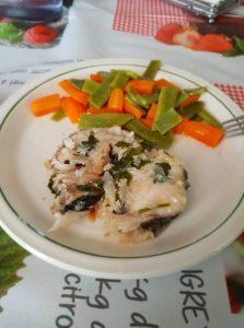 Merluza en salsa con verduras al vapor