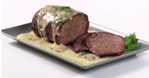 rollo de carne con salsa de champiñones