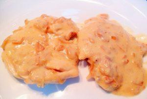 Pollo con salsa de queso