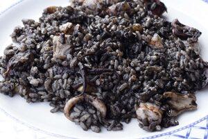 Arroz negro con gambas y calamares