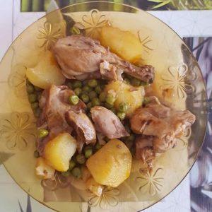 Guiso de pollo con patatas y guisantes