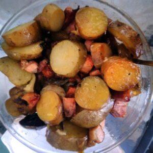 Patatas chilotas con tocino