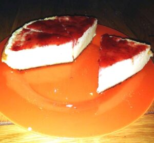 Tarta de queso con confitura de fresas